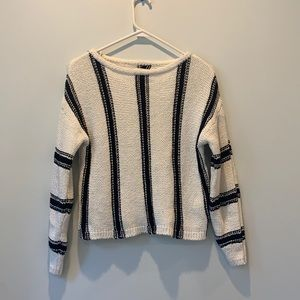Billabong cropped sweater size S